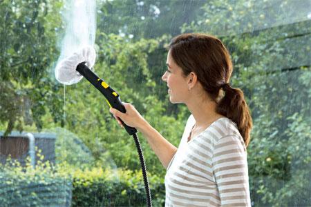 Saubere Fenster durch Dampfreiniger