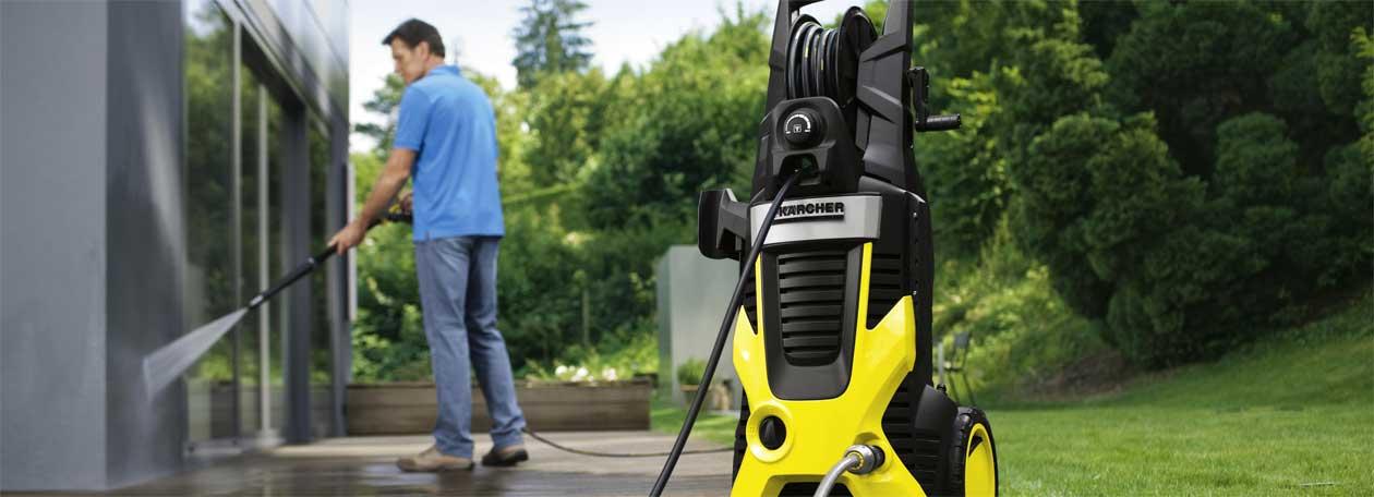 Kärcher Hochdruckreiniger zur Gartenmöbelreinigung.