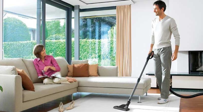 Kärcher VC 6 sorgt für ein sauberes Wohnzimmer.