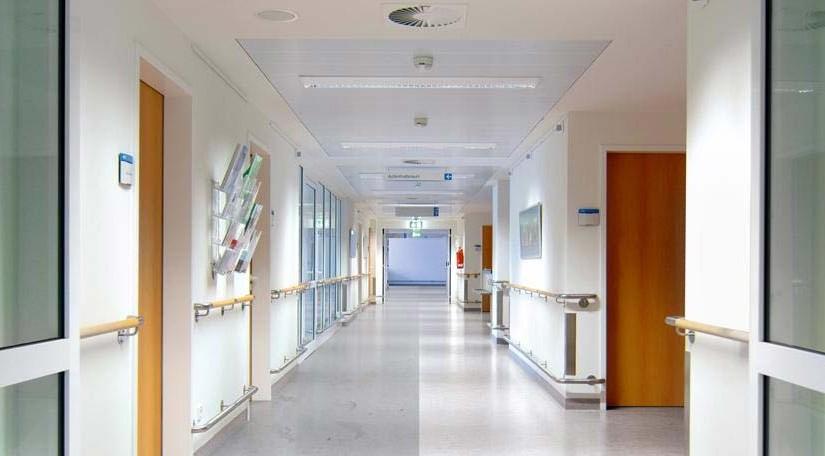 Gereinigter Flur in einem Krankenhaus/Gesundheitszentrum.