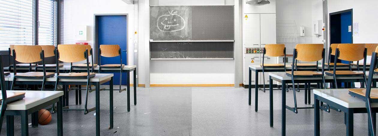 Klassenzimmer teilweise gereinigt.