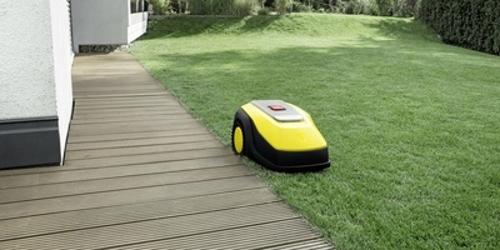 Der RLM 4 mäht die Katen der Rasenfläche sauber und gründlich