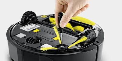 Kärcher Saugroboter RC 3 - Einfaches befestigen des Seitenbesens