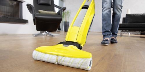 Fußboden mit Hartbodenreiniger wischen