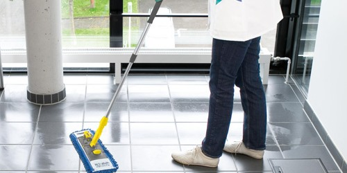 Fußboden wischen